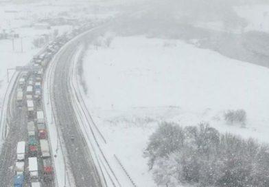 Balıkesir-Bursa Karayolu Yoğun Kar Yağışı Nedeniyle Trafiğe Kapandı! Araç Kuyruğu 25 Kilometreyi Buldu